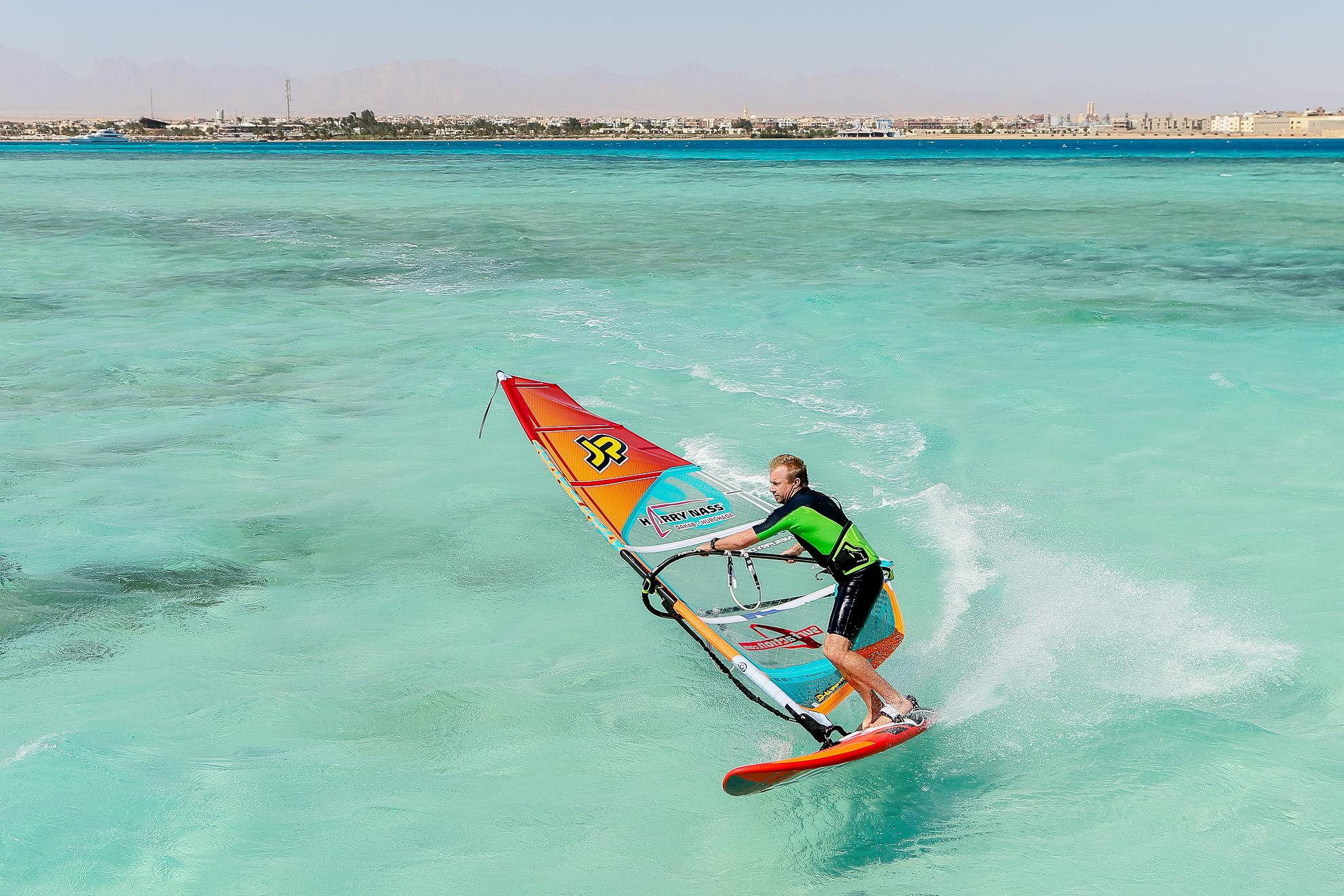 اسکی روی آب با بادبان، ایده ایده آل ورزشی مناسب و لذت بخش