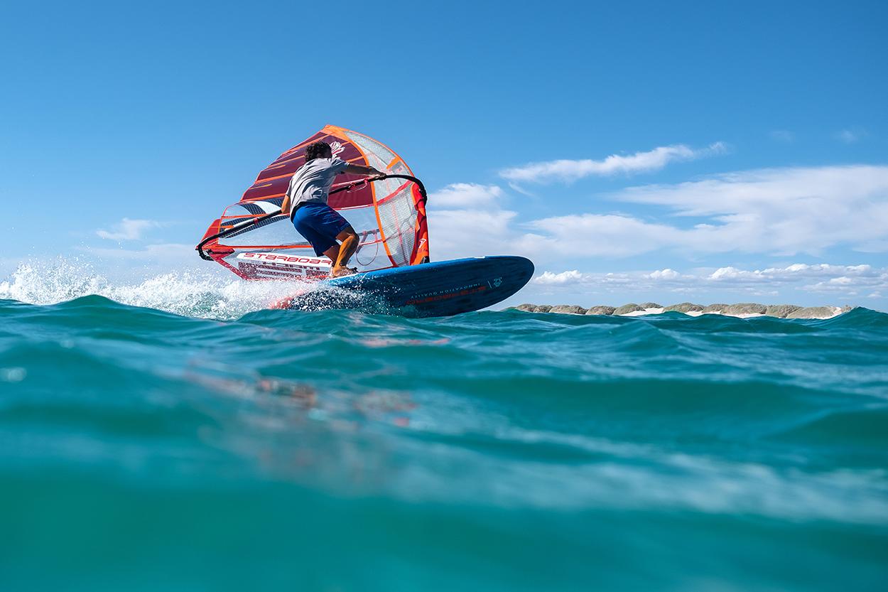 اسکی روی آب با بادبان