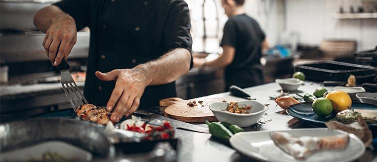 مربی آشپزی
